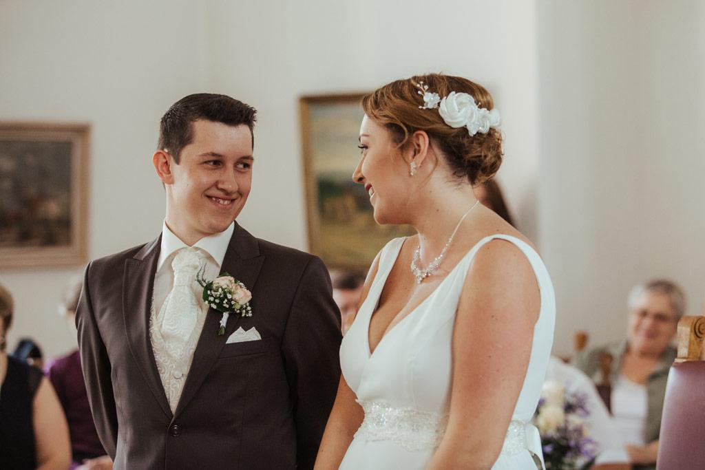 Hochzeitsbilder Leipzig - Braut und Bräutigam schauen sich tief in die Augen