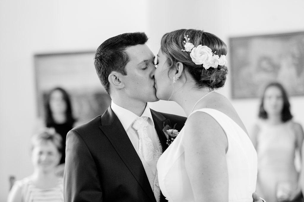 Hochzeitsbilder Leipzig - Der erste Kuss als Ehepaar