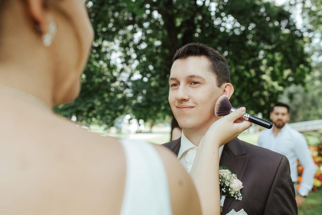 Hochzeitsbilder Leipzig - Kurz Aufhübschen für die Bilder