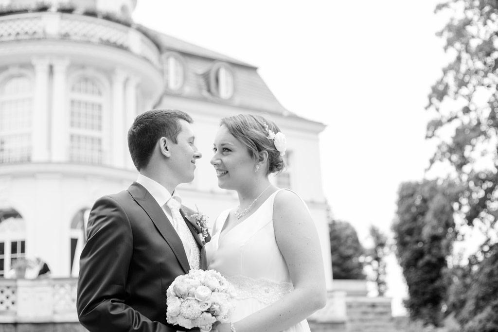 Hochzeitsbilder Leipzig - Das Brautpaar vor der Feierlocation
