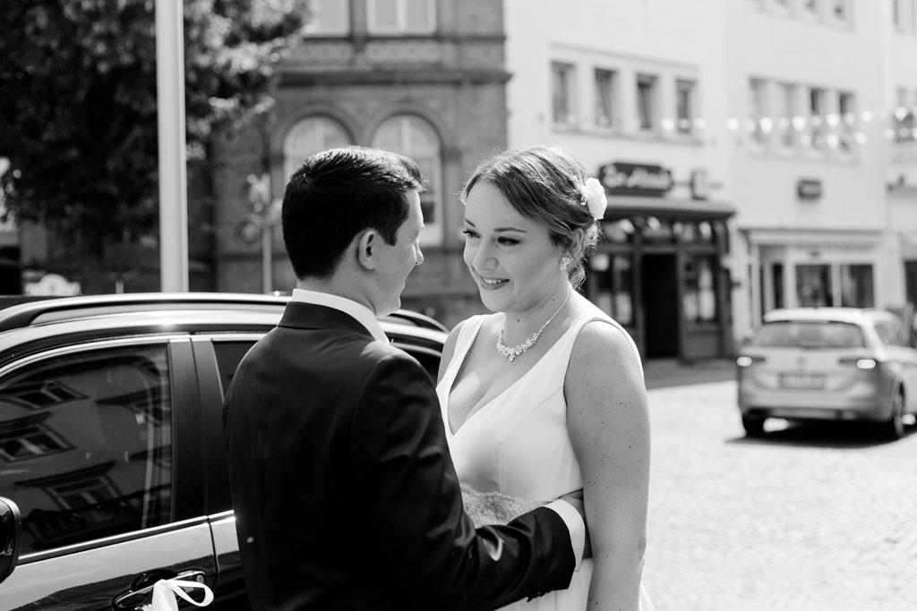 Hochzeitsbilder Leipzig - Braut und Bräutigam genießen die letzten Minuten vor der Trauung