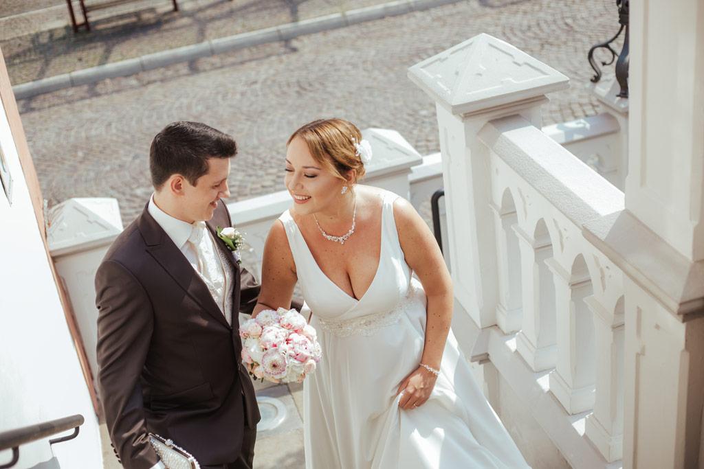 Hochzeitsbilder Leipzig - Das Brautpaar schreitet gemeinsam zur Trauung