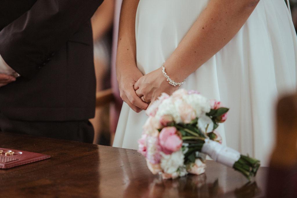 Hochzeitsbilder Leipzig - Der Verlobungsring am Finger der Braut